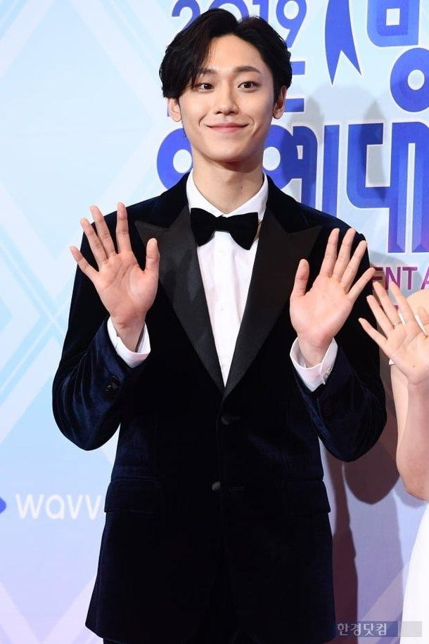 Bỏ rơi Lee Dong Wook, chị đại Im Soo Jung quay sang hẹn hò với giai trẻ kém 16 tuổi  ảnh 4