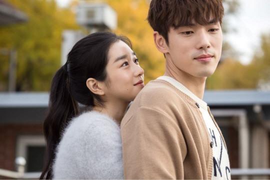 Giữa bão scandal Seo Ye Ji, nụ hôn trộm Park Seo Joon bị netizens đào lại bất ngờ gây bão ảnh 6
