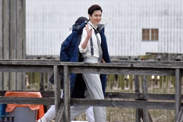 Những hình ảnh mới nhất của Lee Min Ho trong Pachinko, khiến fans 'rụng tim' ảnh 16