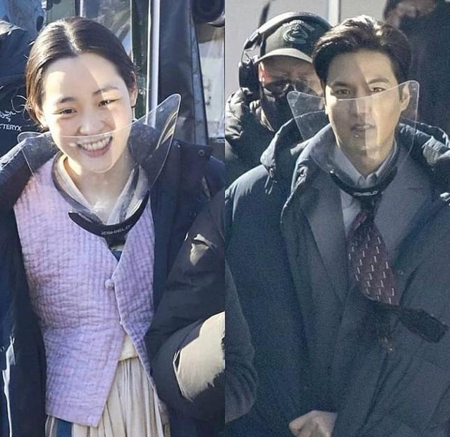 Những hình ảnh mới nhất của Lee Min Ho trong Pachinko, khiến fans 'rụng tim' ảnh 14