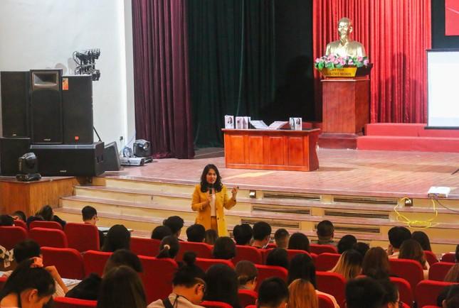 CEO Nguyễn Mến truyền cảm hứng khởi nghiệp kinh doanh đến 700 sinh viên ĐH Văn hóa Hà Nội ảnh 1