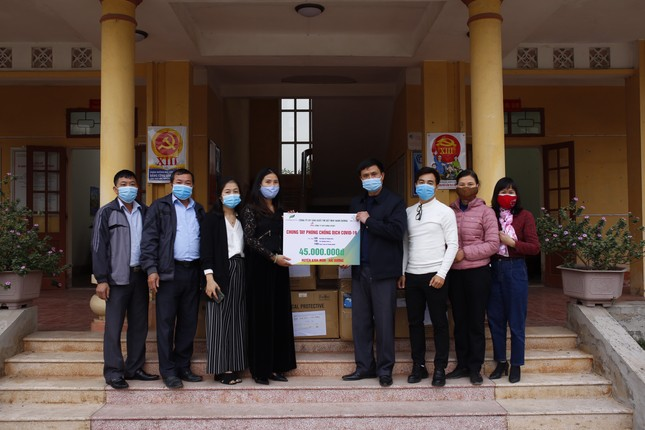 Tặng hơn 10.000 bộ quần áo phòng dịch cho các điểm nóng COVID-19 tại Hải Dương và Quảng Ninh ảnh 3