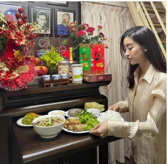 """Những dự định của """"sao"""" Việt trong đêm Giao thừa: Người đón Tết nơi xứ người, kẻ """"chờ đón"""" những điều mới mẻ ảnh 10"""