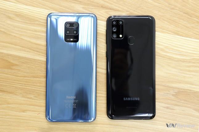 """Redmi Note 9s vs. Galaxy M31: """"Mãnh thú"""" nhà Xiaomi và Samsung khác nhau như thế nào? ảnh 2"""