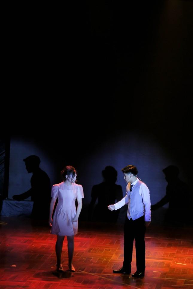 Lạc vào giữa hai thế giới thực - ảo với vở nhạc kịch English Performance ảnh 2