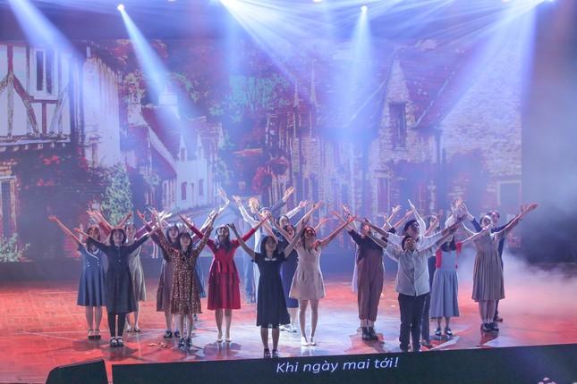 Lạc vào giữa hai thế giới thực - ảo với vở nhạc kịch English Performance ảnh 8