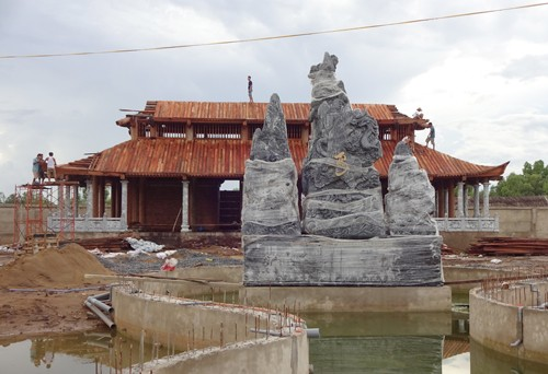 Hoài Linh bị phạt hơn 6,2 triệu đồng vì xây đền thờ tổ không phép ảnh 1