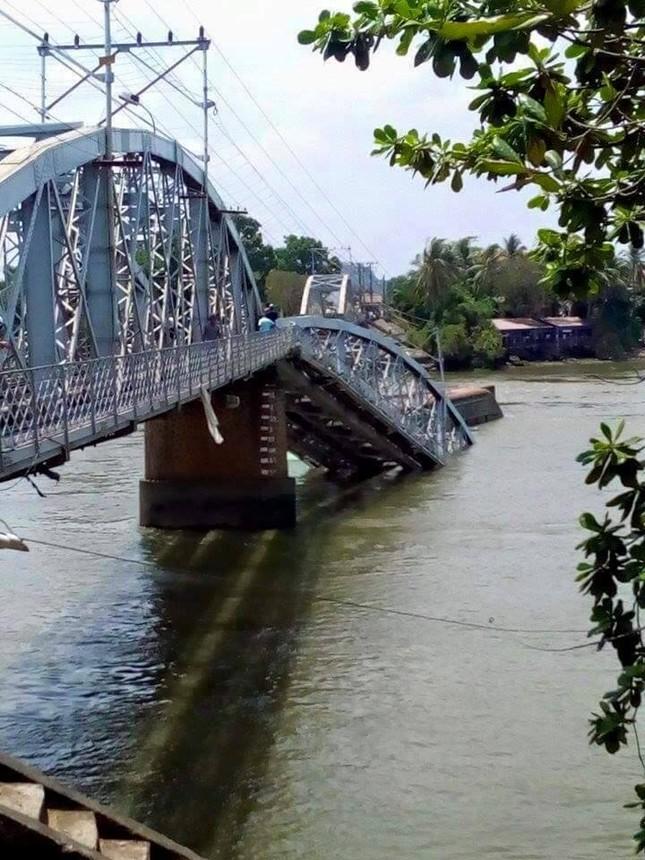 Sà lan tông sập cầu Ghềnh, nhiều người rơi xuống sông ảnh 4