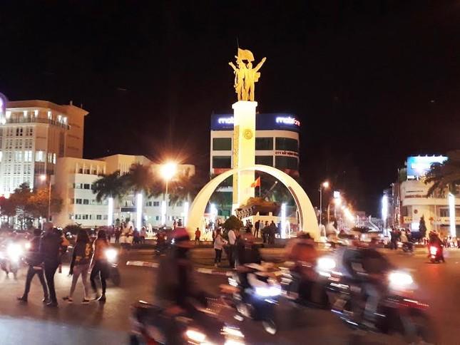 Người dân cả nước đón giao thừa Tết Đinh Dậu ảnh 66