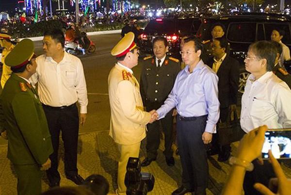 Người dân cả nước đón giao thừa Tết Đinh Dậu ảnh 60