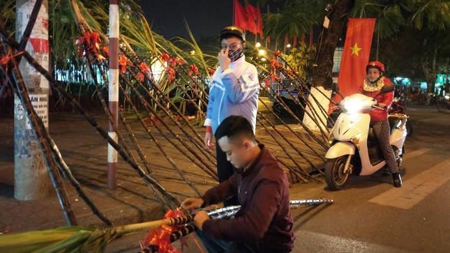 Người dân cả nước đón giao thừa Tết Đinh Dậu ảnh 63
