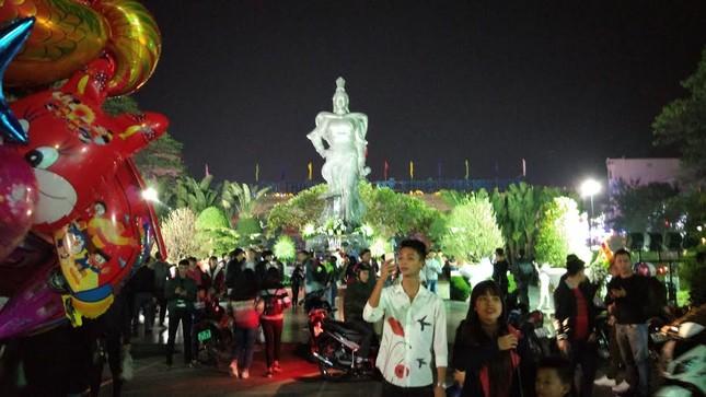Người dân cả nước đón giao thừa Tết Đinh Dậu ảnh 62