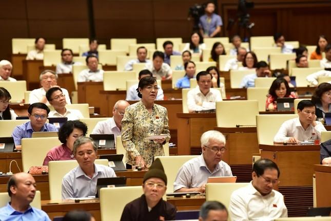 Bà Nguyễn Thị Quyết Tâm bật khóc trước Quốc hội khi nói về tăng giờ làm thêm ảnh 2