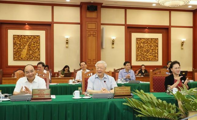 Bộ Chính trị làm việc với 10 đảng bộ về chuẩn bị đại hội ảnh 1