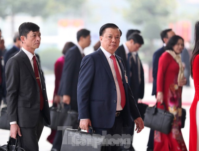 Hai Bộ trưởng Đinh Tiến Dũng và Trần Tuấn Anh được bầu vào Bộ Chính trị ảnh 1