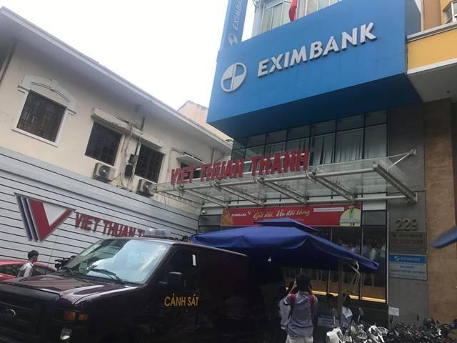 Khám xét Ngân hàng Eximbank chi nhánh TPHCM ảnh 2