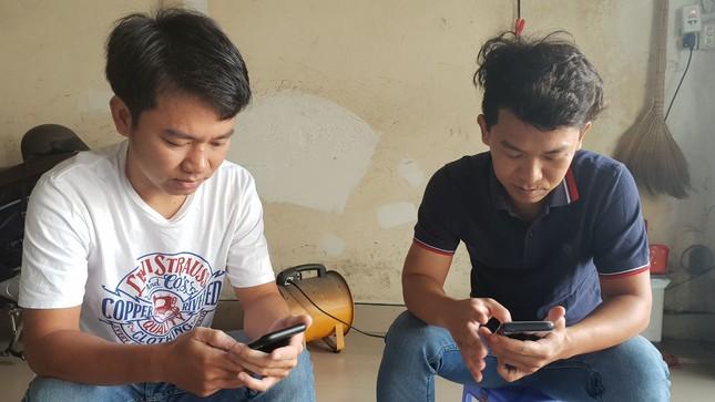 Người dân 'tố' bị người lạ hành hung khi làm việc với CSGT Hàng Xanh ảnh 1