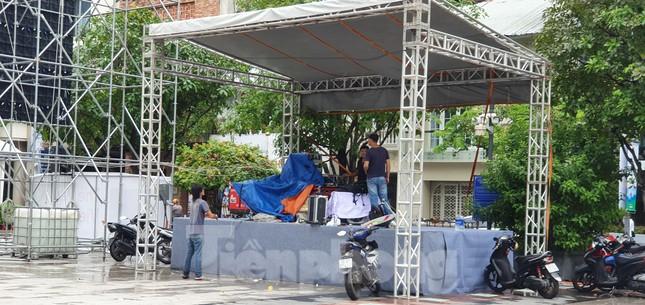 Năm màn hình khổng lồ ở Sài Gòn phục vụ khán giả xem King's Cup ảnh 5