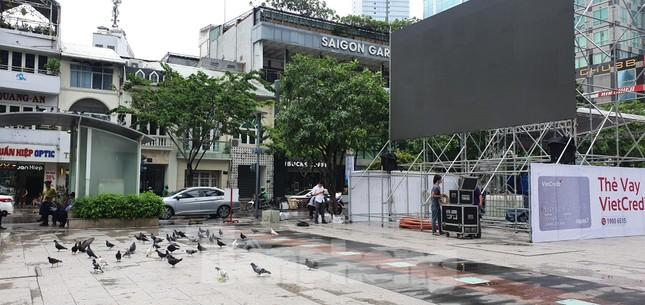 Năm màn hình khổng lồ ở Sài Gòn phục vụ khán giả xem King's Cup ảnh 7