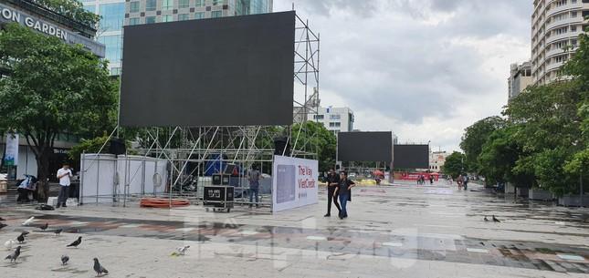 Năm màn hình khổng lồ ở Sài Gòn phục vụ khán giả xem King's Cup ảnh 8