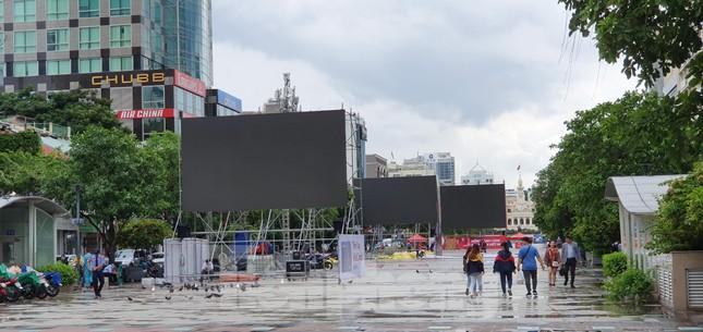 Năm màn hình khổng lồ ở Sài Gòn phục vụ khán giả xem King's Cup ảnh 9