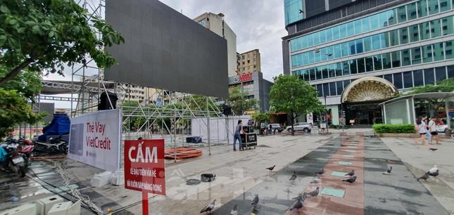 Năm màn hình khổng lồ ở Sài Gòn phục vụ khán giả xem King's Cup ảnh 10