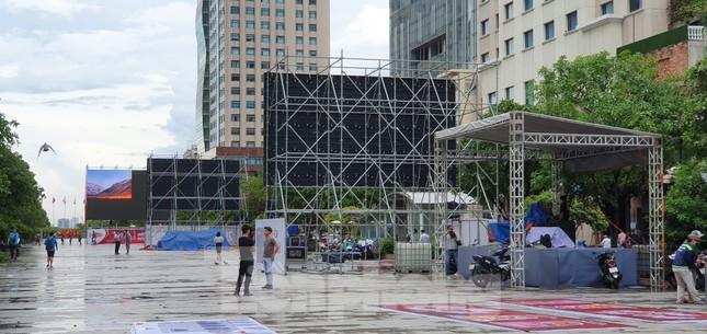 Năm màn hình khổng lồ ở Sài Gòn phục vụ khán giả xem King's Cup ảnh 4