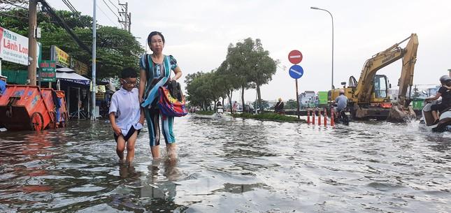 Người Sài Gòn xây 'lô cốt' chống ngập ảnh 14