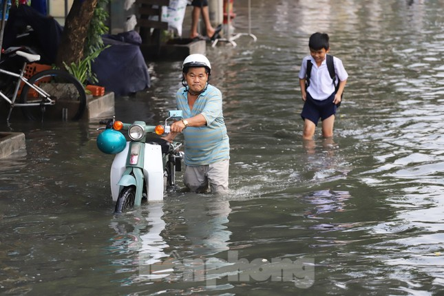 Người Sài Gòn xây 'lô cốt' chống ngập ảnh 6