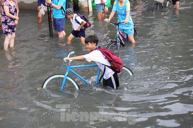 Người Sài Gòn xây 'lô cốt' chống ngập ảnh 7