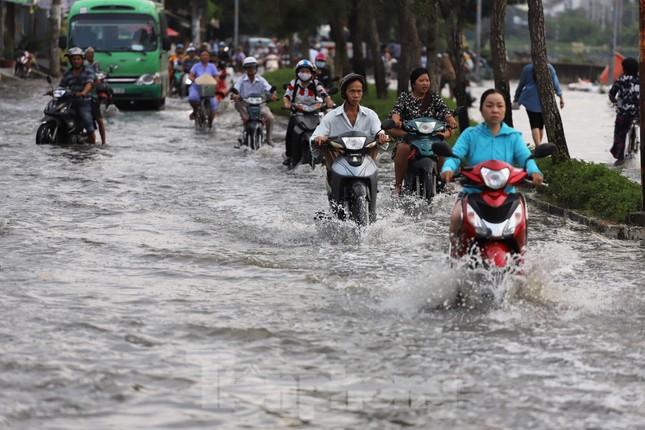 Người Sài Gòn xây 'lô cốt' chống ngập ảnh 4