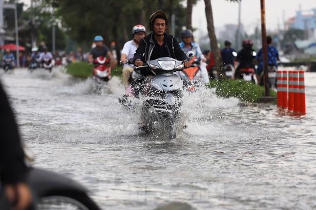Người Sài Gòn xây 'lô cốt' chống ngập ảnh 5