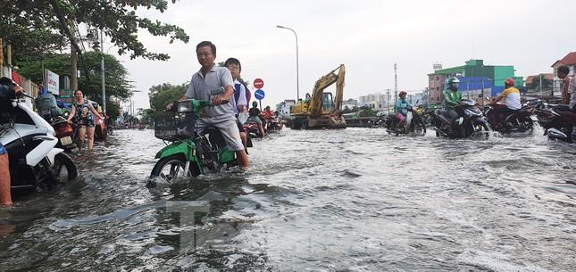 Người Sài Gòn xây 'lô cốt' chống ngập ảnh 15