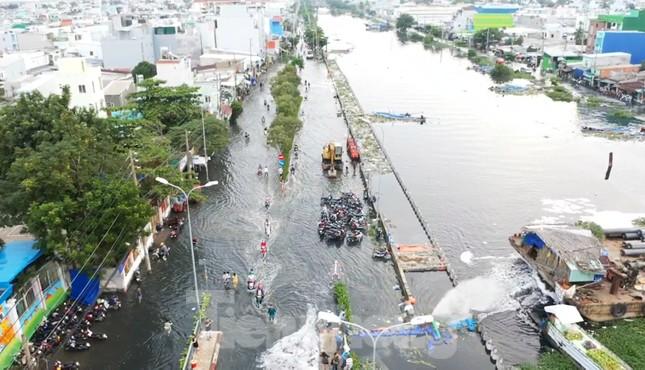 Người Sài Gòn xây 'lô cốt' chống ngập ảnh 2