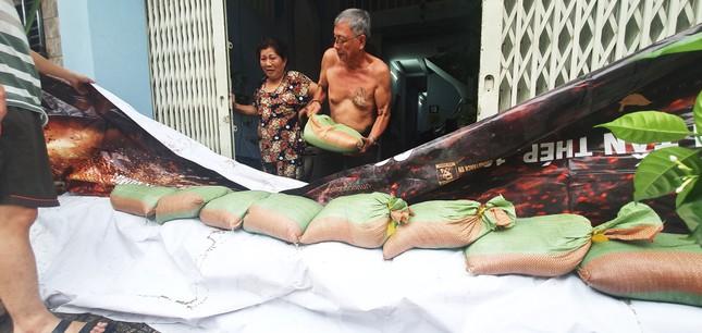 Người Sài Gòn xây 'lô cốt' chống ngập ảnh 21
