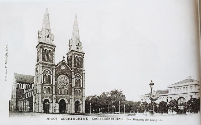 Nhà thờ hoàn thành vào năm 1880, đến năm 1895 có thêm hai tháp nhọn như ngày nay. Năm 1959, tượng đài Đức Mẹ Hòa Bình được xây dựng.Hiện nay nhà thờ đang được trùng tu toàn diện và dự kiến sẽ xong vào năm 2023. 2