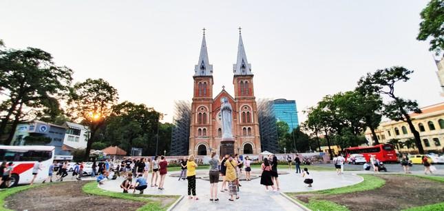Nhà thờ hoàn thành vào năm 1880, đến năm 1895 có thêm hai tháp nhọn như ngày nay. Năm 1959, tượng đài Đức Mẹ Hòa Bình được xây dựng.Hiện nay nhà thờ đang được trùng tu toàn diện và dự kiến sẽ xong vào năm 2023. 1