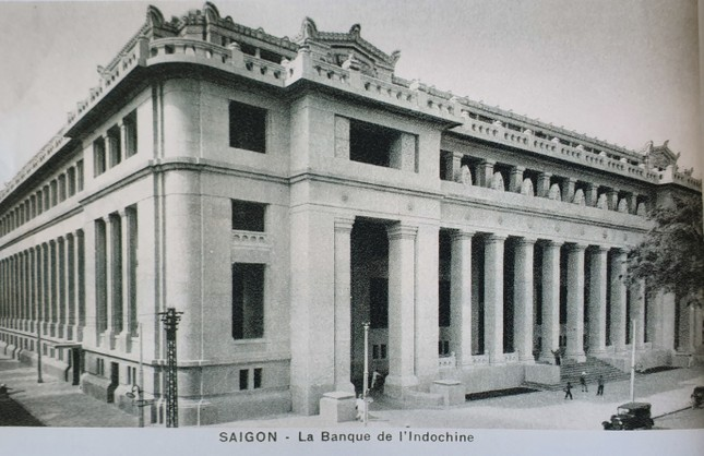 Tòa nhà xây dựng năm 1930 và là trụ sở của Ngân hàng Đông Dương (có trụ sở chính tại Pháp). Sau năm 1975, trở thành Ngân hàng Nhà nước Việt Nam – Chi nhánh TPHCM. 2