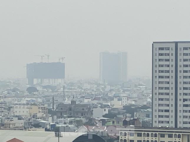 Cuối tuần, sương mù phủ kín cao ốc Sài Gòn ảnh 12