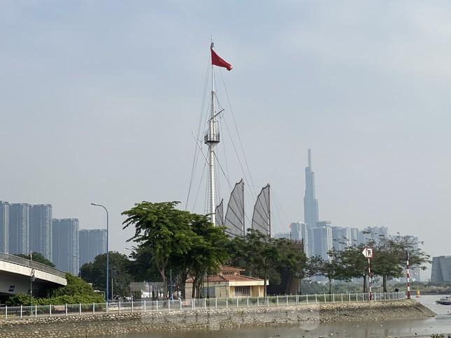 Cuối tuần, sương mù phủ kín cao ốc Sài Gòn ảnh 7