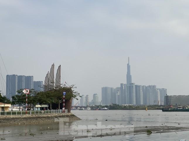Cuối tuần, sương mù phủ kín cao ốc Sài Gòn ảnh 3