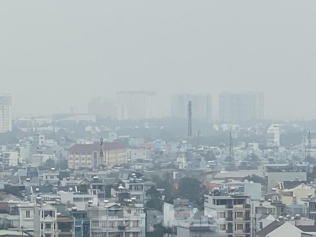 Cuối tuần, sương mù phủ kín cao ốc Sài Gòn ảnh 4