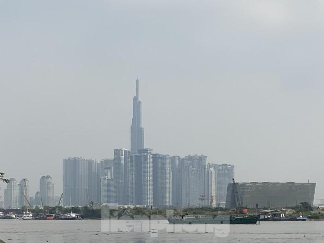 Cuối tuần, sương mù phủ kín cao ốc Sài Gòn ảnh 5