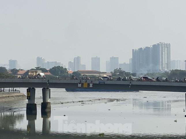 Cuối tuần, sương mù phủ kín cao ốc Sài Gòn ảnh 8