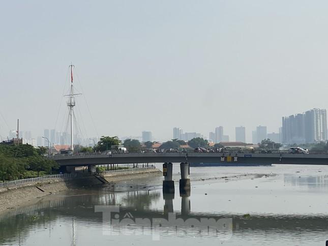 Cuối tuần, sương mù phủ kín cao ốc Sài Gòn ảnh 13