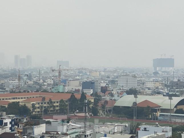 Cuối tuần, sương mù phủ kín cao ốc Sài Gòn ảnh 9