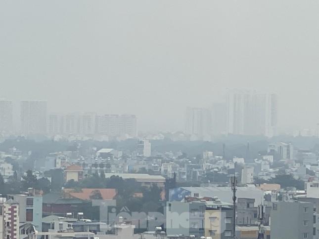 Cuối tuần, sương mù phủ kín cao ốc Sài Gòn ảnh 10