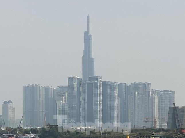 Cuối tuần, sương mù phủ kín cao ốc Sài Gòn ảnh 6