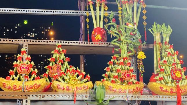 Chợ hoa 'trên bến dưới thuyền' nhộn nhịp về đêm ảnh 16