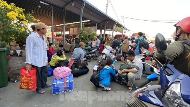 Người dân miền Tây ùn ùn rời Sài Gòn về quê ăn Tết ảnh 3